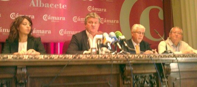 Antonio Atiénzar reveló los nombres de las empresas ganadoras. / J.S.